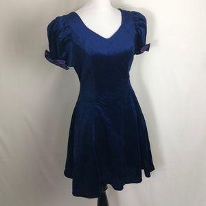 Vintage Velvet v-neck prom dress with puff sleeves
